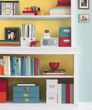 bookshelves-with-decorations